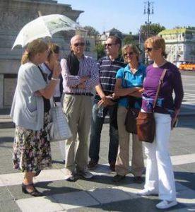 Agnes mit Touristen